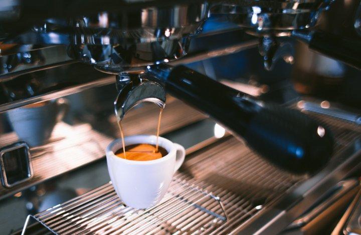 Jak wybrać ekspres ciśnieniowy do kawiarni? [PORADNIK]